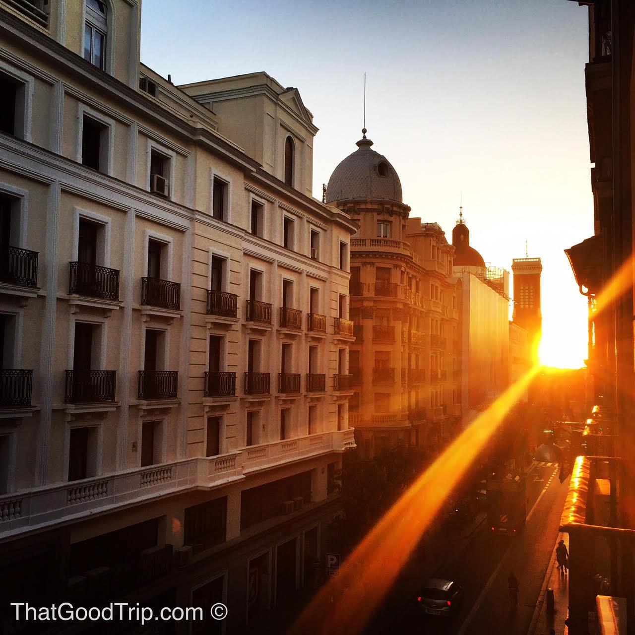 O pôr do sol visto da janela do apto da Suzana, na Calle Atocha