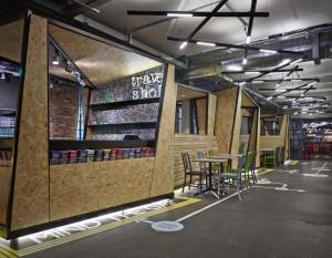 Centro de informação e lojinha do hostel (Foto: divulgação)